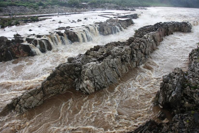 the misty falls in Jabalpur